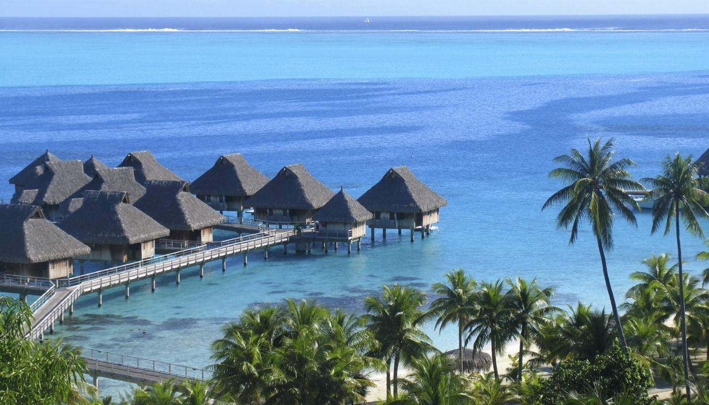 Luxus schlafen berm wasser f nf besondere hotels for Besondere hotels weltweit