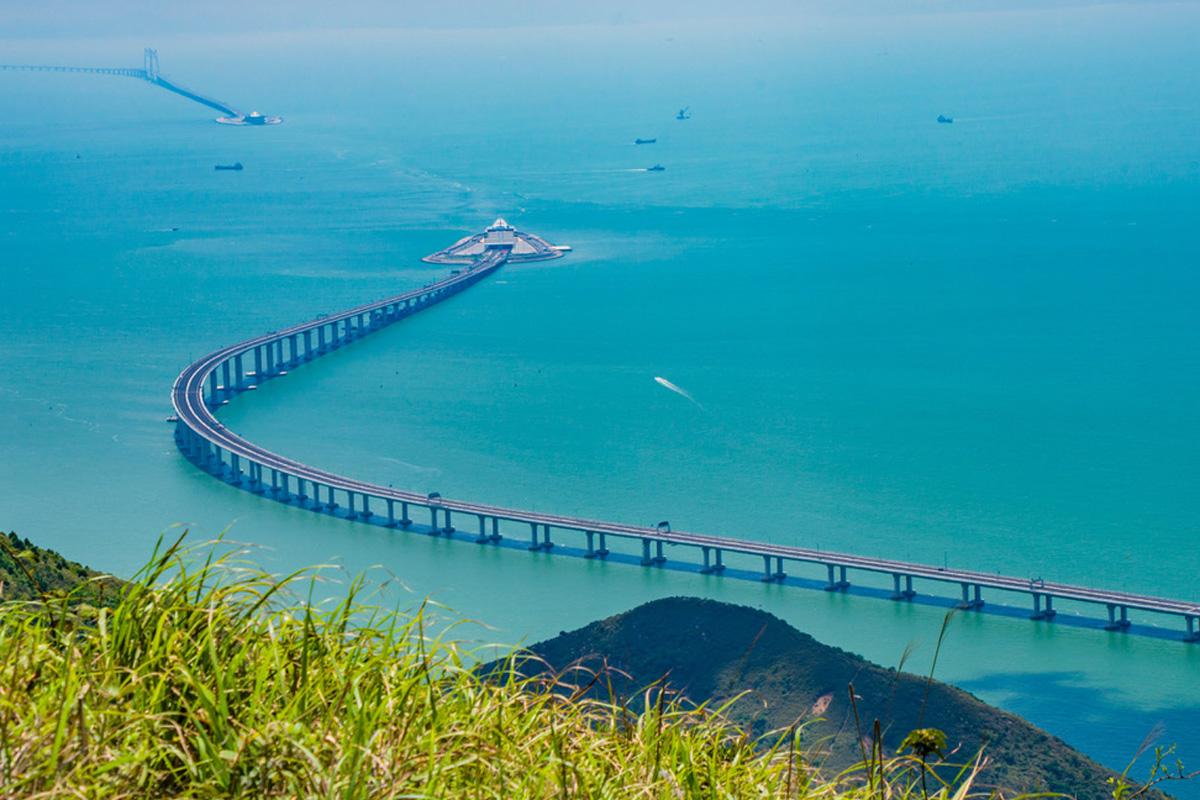 55 Kilometer lang, neun Jahre Bauzeit Die längste Meeresbrücke der Welt ist eröffnet