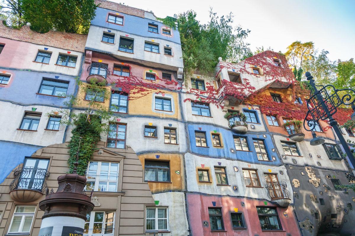 Fantasievolle architektur auf den spuren von for Hundertwasser architektur