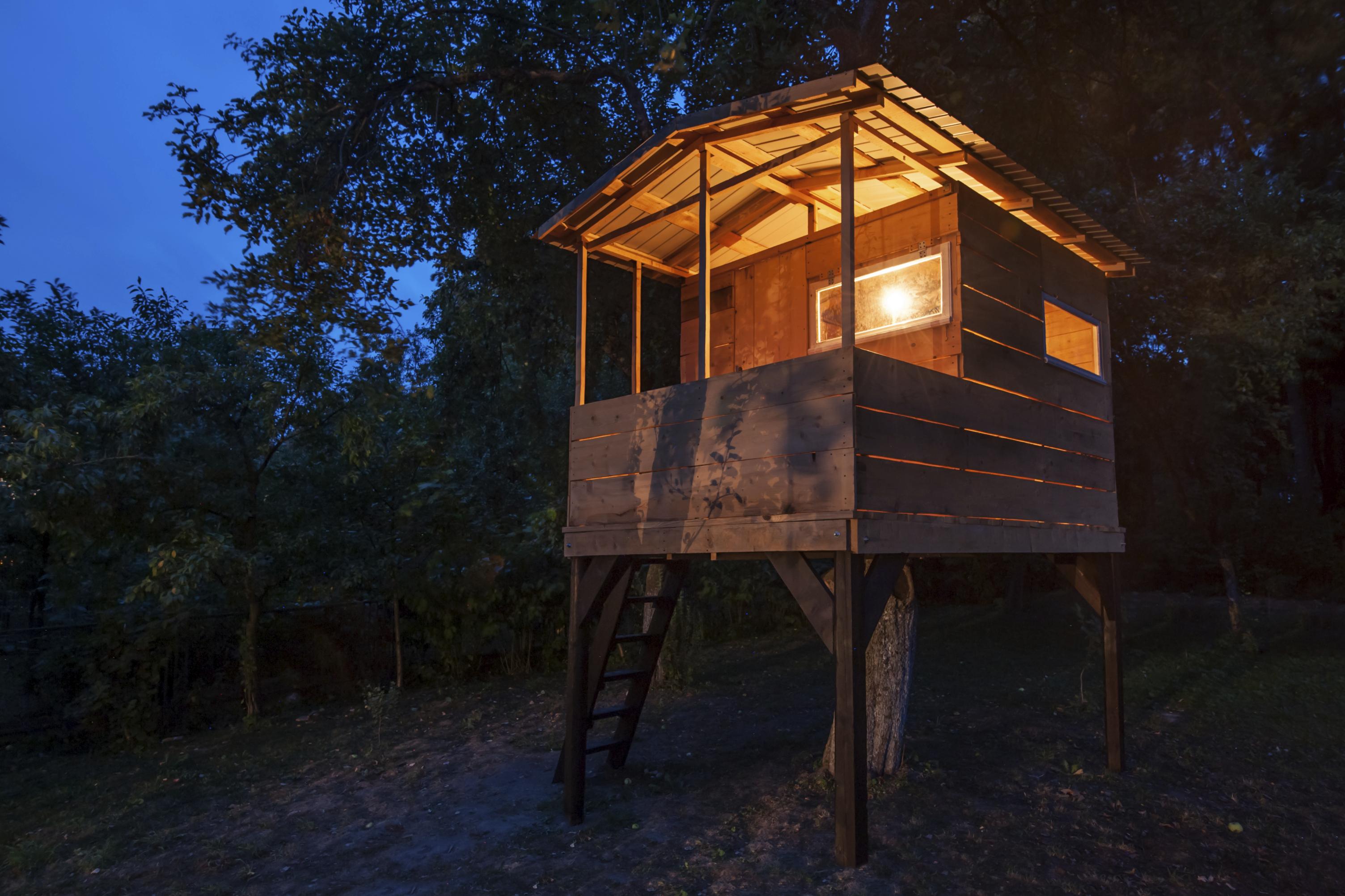 ein kindheitstraum wird wahr schlafen im baumhaus. Black Bedroom Furniture Sets. Home Design Ideas